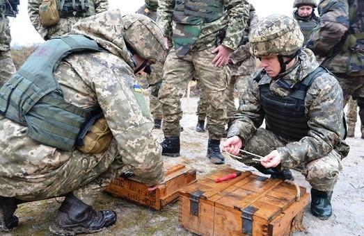 На Донбасі поранено трьох українських військових