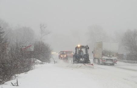 На Харківщині ліквідують наслідки снігопаду
