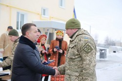 Світлична та Полторак передали сертифікат на житло для військових 92-ї бригади