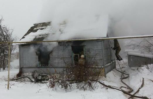 На Харківщині людська недбалість привела до пожежі в будинку
