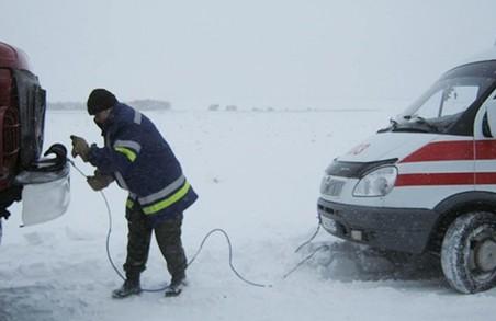 Харківські рятувальники витягли 12 авто зі снігових переметів