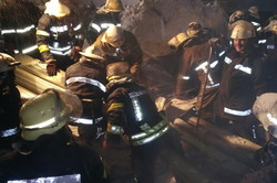 Рятувальники з-під уламків металевих конструкцій покрівлі торгівельного павільону вилучили трьох чоловік