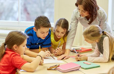 На Харківщині кращі вчителі початкових класів отримають більшу зарплатню