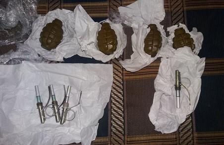 У Харкові СБУ затримала бойовика «Л/ДНР» з арсеналом зброї (ФОТО, ВІДЕО)