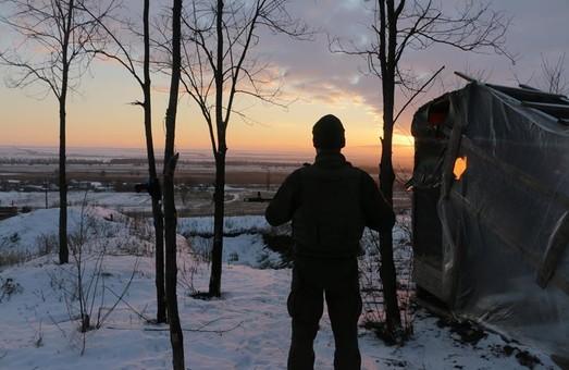 На Донбасі за добу загинув один український військовий, двох поранено