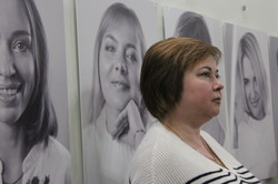 Життя триває: харків'янам показали портрети дружин загиблих військових