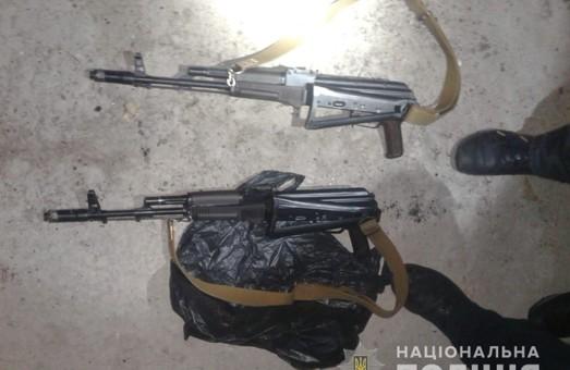 Харківські силовики викрили групу з кількох осіб, у яких вилучено значний збройний арсенал (ФОТО, ВІДЕО)