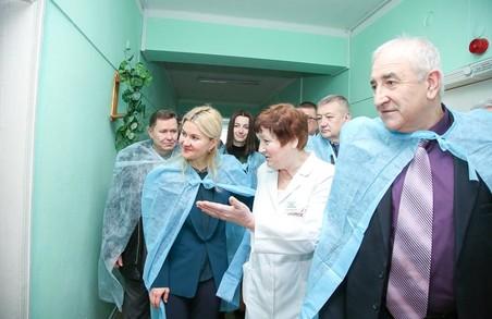 Нині ремонти проходять в близько 30 лікарнях Харківщини – Світлична