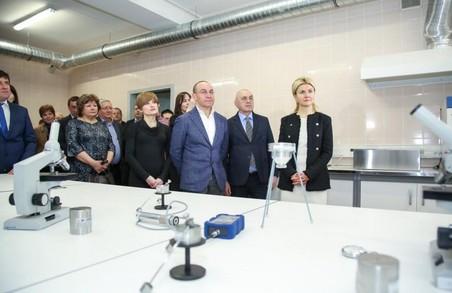 Світлична ознайомилася з роботою нового лабораторного центру, який працюватиме в ХНУМГ ім. О.М. Бекетова