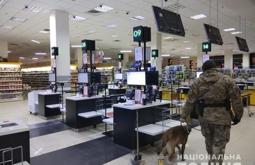 Вночі у Харкові «мінували» супермаркет (ФОТО)