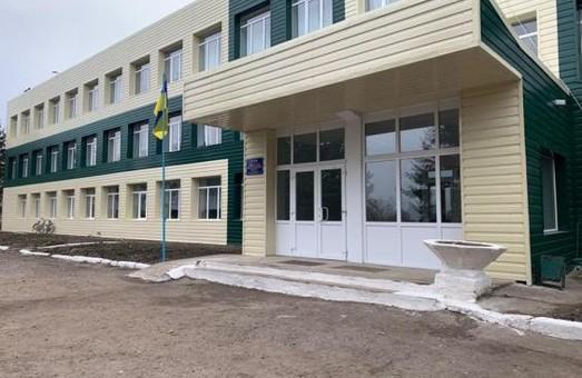 У Грушинському НВК майже завершені роботи з утеплення будівлі