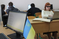 Юні харків'яни з проблемними зору отримали сучасну техніку для навчання