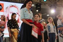 Як дві краплі: в Харкові підбили підсумки сімейного модного конкурсу (фоторепортаж)