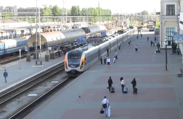 На свята з Харкова пустять додаткові потяги на Київ