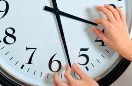 З понеділка харків'яни спатимуть на годину менше