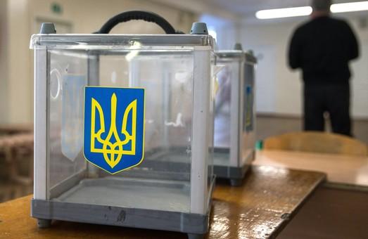На Харківщині поліцейські викрили двох чоловіків, які намагалися підкупити виборця