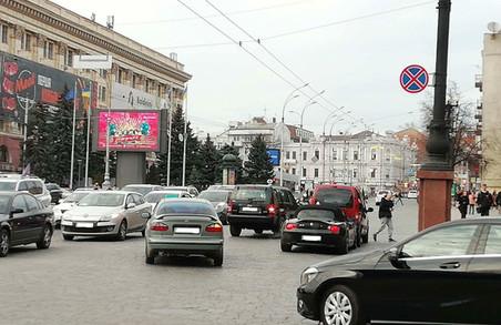 На центральній вулиці Харкова зіткнулися дві іномарки (ФОТО)