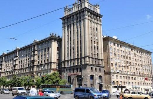 На частині площі Конституції заборонять рух транспорту