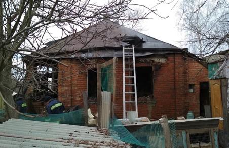 Під Харковом вогнеборці врятували з палаючого будинку 89-річну бабусю