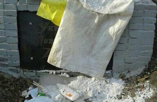У Харкові невідомі особи закидали сміттям пам'ятник УПА