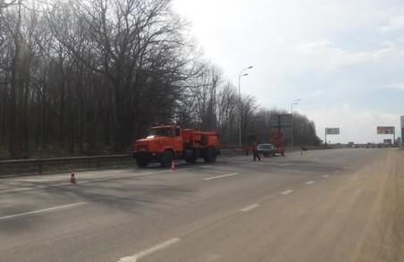 На дорогах Харківщини продовжують ліквідовувати ями