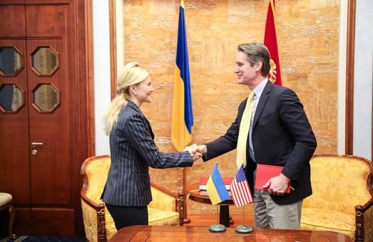Світлична зустрілася з міжнародними спостерігачами, які стежитимуть за ходом виборів у області