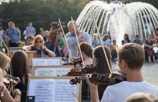 Репетиція оркестру під відкритим небом та кінопоказ фільму «Червона Скрипка» пройдуть в Харкові