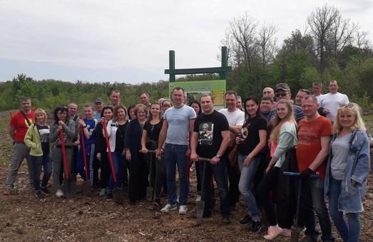 Напередодні травневих свят екологи Харківщини провели зелену акцію з висадки сіянців на території урочища Башкірове