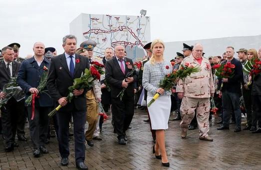 Пам'ять об'єднує українців зі всім світом – Світлична