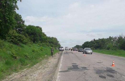 Під Харковом у ДТП одна людина загинула та ще дві отримали травми (ФОТО)