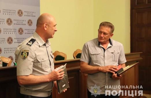 Харків'янин, який знешкодив гранату, отримав нагороди від правоохоронців (ФОТО, ВІДЕО)