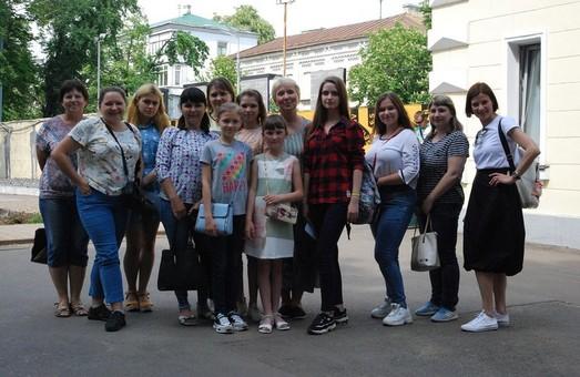 Харківський письменник Сергій Жадан нагородив донбаських школярів