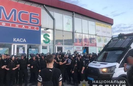 Бійка на «Барабашово»: постраждали журналіст та оператор місцевого телеканалу (ФОТО, ВІДЕО)