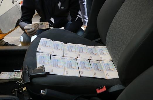 В Харкові двоє слідчих були викрити на хабарництві