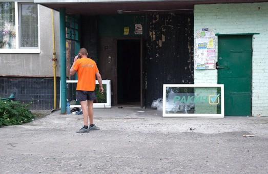 Гречкосійство триває: В Харкові встановили вікна з іменем кандидата