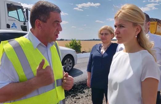 Світлична проводить перевірку ходу ремонтних робіт на дорозі Мерефа – Лозова – Павлоград