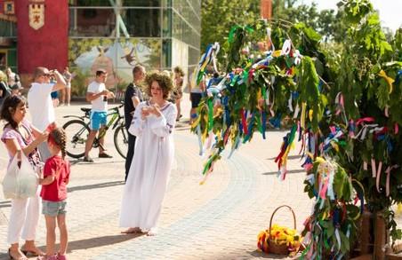 Пошук квітки папороті, майстер-класи, конкурси: Івана Купала в парку Горького