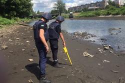 На березі харківської річки знайшли вибухівку