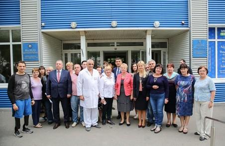 Гройсман та Світлична ознайомились з харківським інститутом протезування