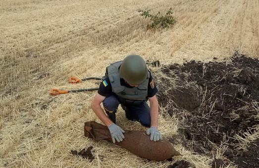 Поблизу харківського села знайшли авіабомбу