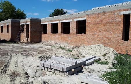 Під Харковом продовжують будівництво медамбулаторії з двома квартирами для лікарів