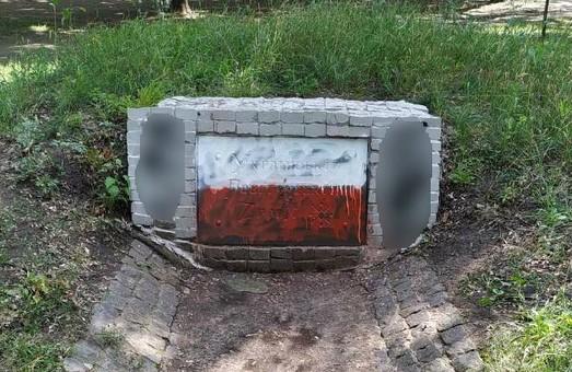 У Харкові пам'ятник УПА знов став мішенню для вандалів
