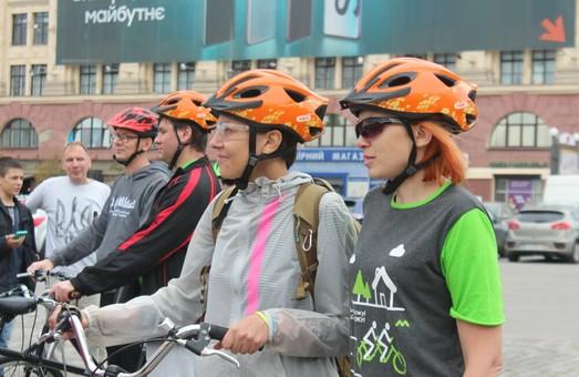 Тандеми із зрячих та незрячих велосипедистів рушили в подорож Харківщиною