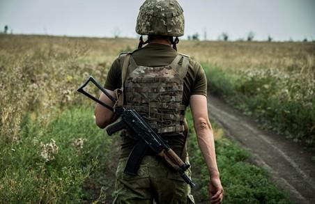 На Донбасі за добу поранено українського військового