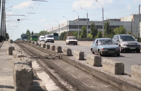 На Комунальному мосту змінять схему руху транспорту