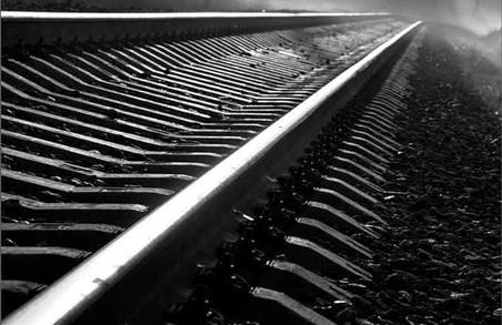 На Харківщині на залізничній колії загинула жінка