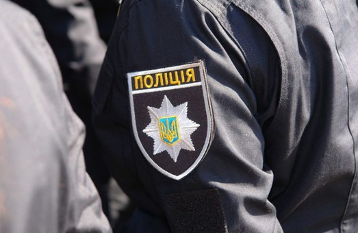 Харківського поліцейського, який в трамваї побив пенсіонера, відсторонено від служби
