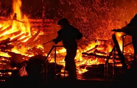На Харківщині життя двох людей забрала пожежа