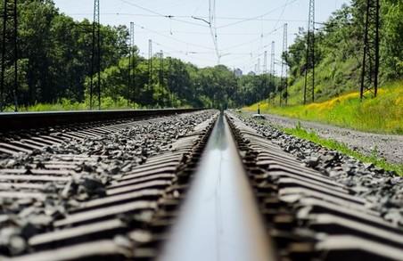 В Харкові на залізниці загинув літній чоловік