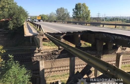 У Харкові на Окружній біля «Лоску» обвалився міст (ФОТО)